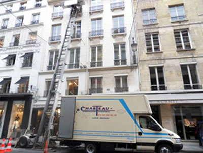 Déménagement dans les étages élevés grâce au monte-meubles d'AB Charteau